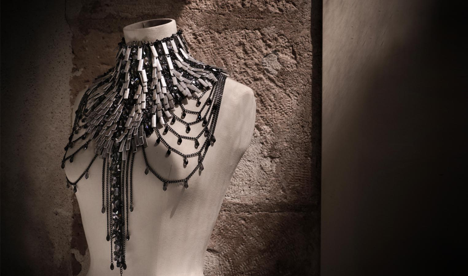 jewellery-by-on-aura-tout-vu-for-swarovski-world-jewelry-facets-2016-de-paris