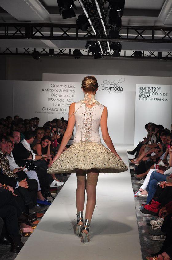 Défilé, mannequin, catwalk, creamoda, blanc, public