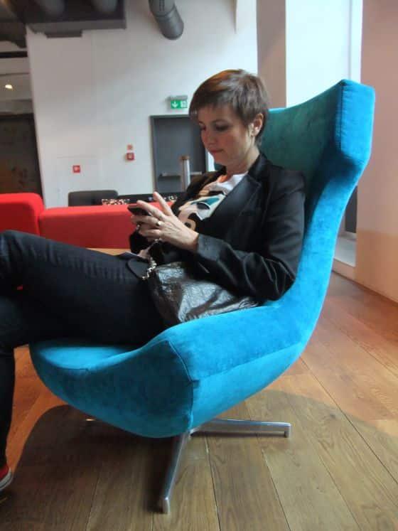 Livia Stoianova, fauteuil, bleu, pièce