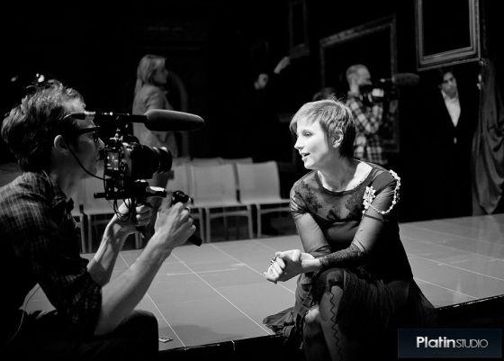 Livia Stoianova, noir et blanc, caméra, interview