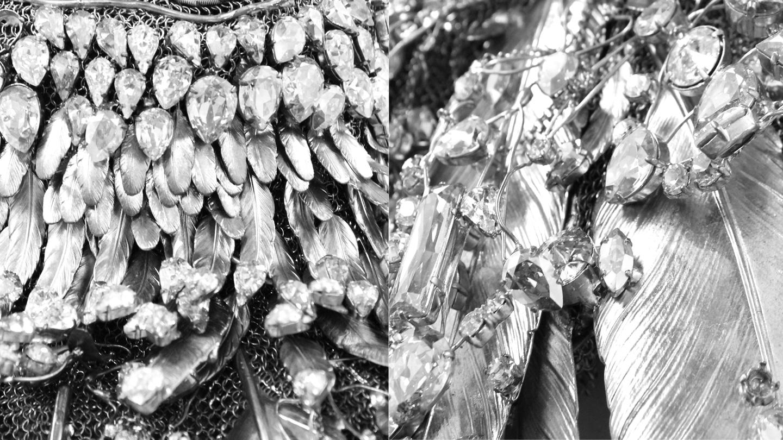 PE 2011 Plastron en estampes de plumes de laiiton argente rehausse de cristal Body Lycra