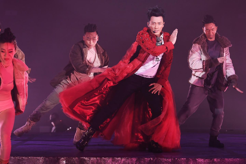 Raymond Lam red coat on aura tout vu couture hong kong paris