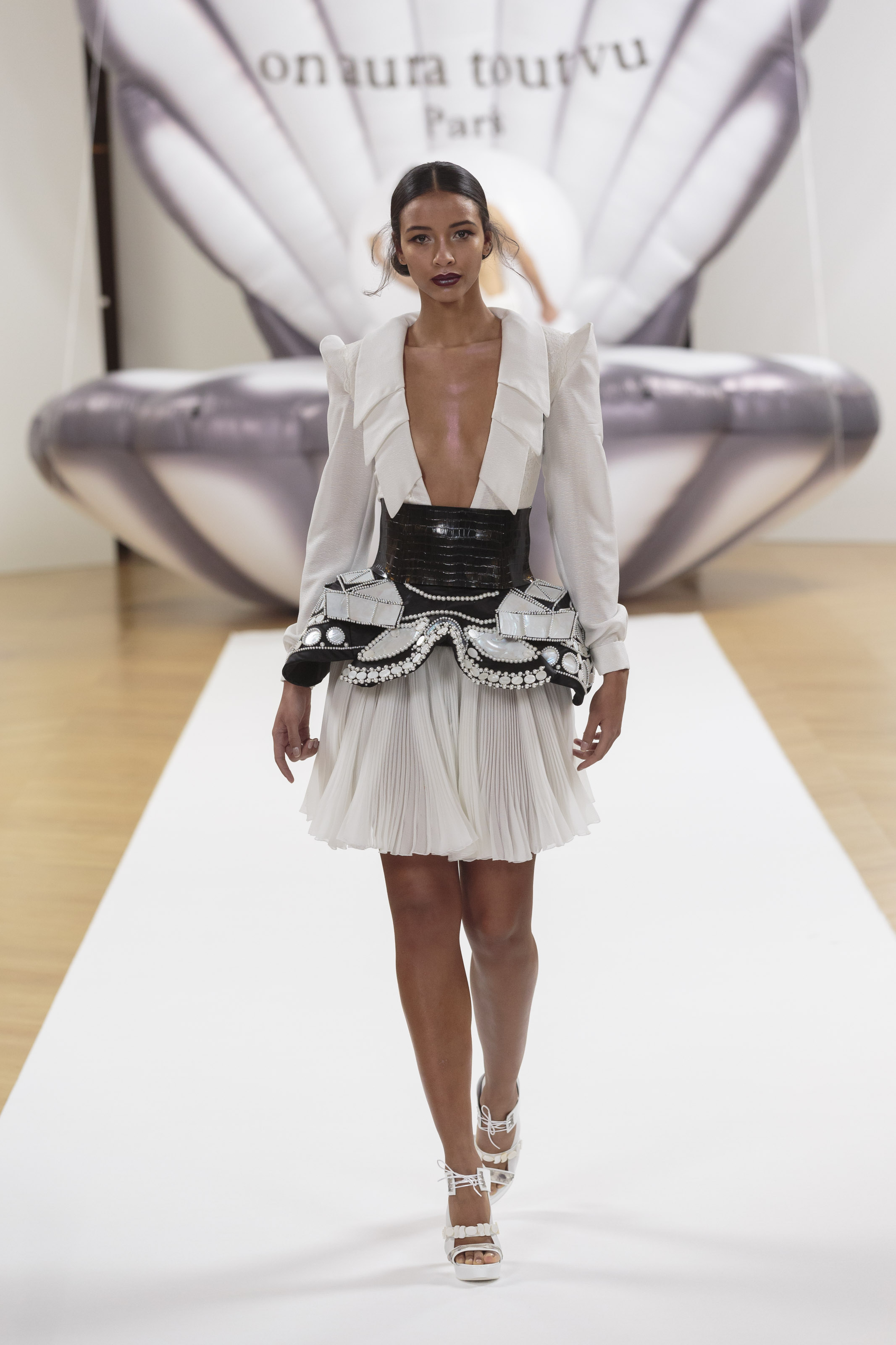 Miss Franceon aura tout vu couture spring summer 2017 Haute Couture Fashion Week Yassen Samouilov Livia Stoianova