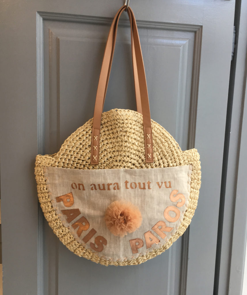 On Aura Tout Vu shop in Naoussa Paros bag