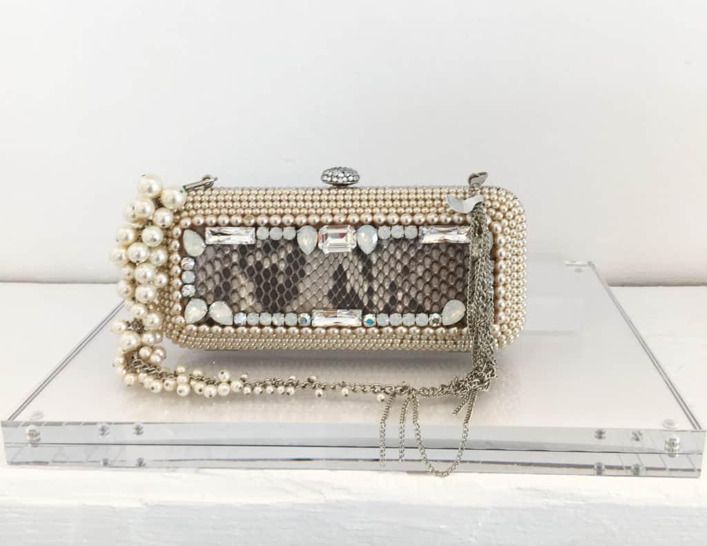 On Aura Tout Vu shop in Naoussa Paros bag