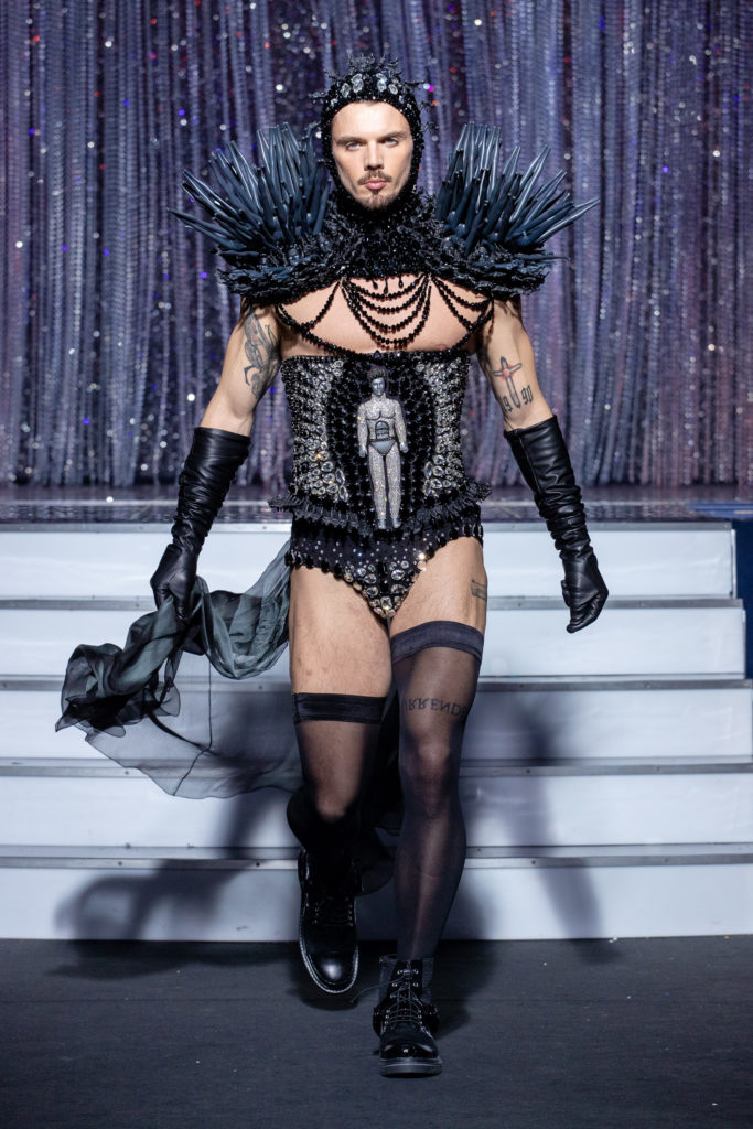 a men model wearing  black headpeace corset  silk  outfit  crystal   by on aura tout vu haute couture spring summer 2020